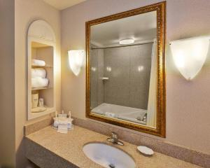 Queen Suite - Disability Access Tub/Non-Smoking