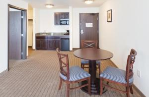 Two-Bedroom King Suite - Non-Smoking