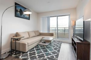 Deluxe One-Bedroom Apartment with City View