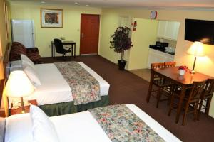 Family Suite with Kitchenette
