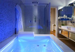 Superior King Suite with Spa Bath