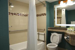 Double Queen Room- Disability Access with Tub/Non-Smoking
