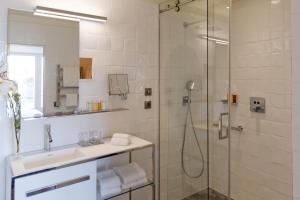 Two Adjacent Double Rooms with Pool Access