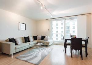 River Thames 2 Bedroom Apartment in London, Greater London, England
