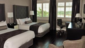 Queen Room with Two Queen Beds - Water Front