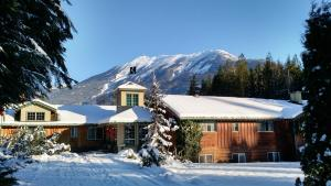 Photo of Mulvehill Creek Wilderness Inn And Wedding Chapel
