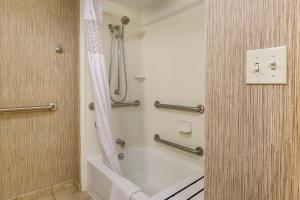King Room - Disability Access with Bathtub