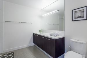 1 High-End 1-Bedroom Suite 1 (with air mattress on request)