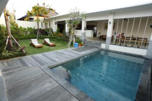 Photo of Cucak Rowo Guest House By Ngeluwungan Group
