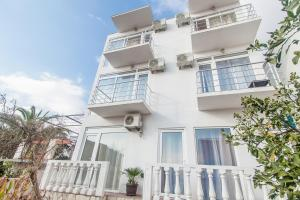 Photo of Rooms And Apartments Milana