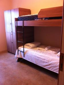 Bunk Bed in 2-Bed Male Dormitory Room with Shared Bathroom