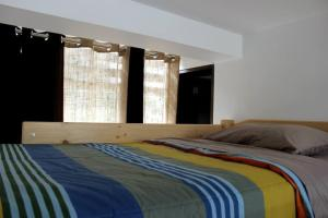 Bed in 4-Bed Mixed Dormitory Room Lake View
