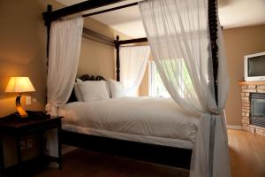 King Loft - Canopy Bed