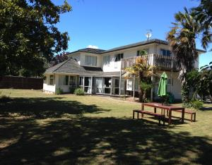 Photo of Kiwi Group Accommodations   Barlow