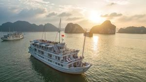 Photo of Paradise Luxury Cruise