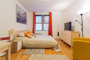 Beautiful studio/East 71 street