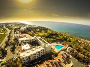 Photo of Helios Bay Hotel