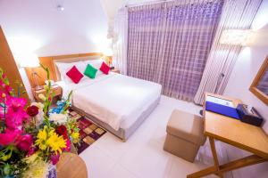 Nascent Gardenia Suites - Embassies, Clubs, Lakes & Parks surround room photos