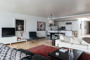 Three-Bedroom Apartment - Crosby Loft II