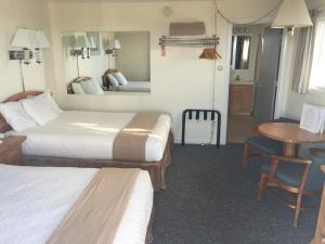Queen Room with Two Queen Beds with Sea View