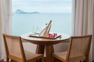 Suite Junior con cama grande y vistas al mar