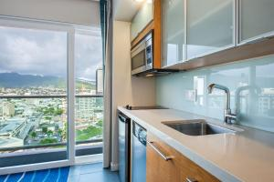 One-Bedroom Apartment Mountain View on the 20th floor