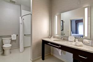King Room - Disability Access/Non-Smoking - Roll-in Shower