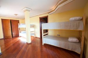 Bed in 10-Bed Female Dormitory Room with Private Bathroom