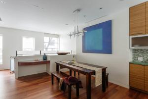 Five-Bedroom Apartment - West 25th Townhouse
