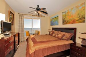 Two-Bedroom Apartment 507E with Sea View