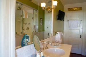 Double Room with Private Bathroom - Touro Room
