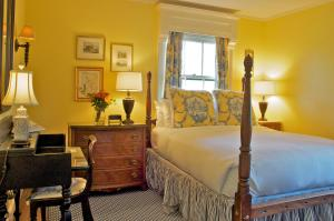 Double Room with Private Bathroom - Murray Room
