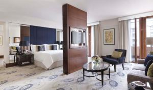 Four Seasons Suite met King size Bed