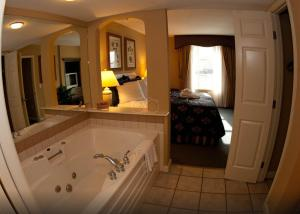 One-Bedroom Suite with Full Kitchen
