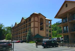 Photo of Summit Manor Condominiums