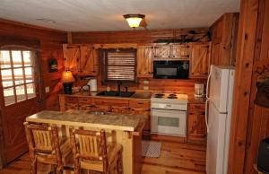 The Lake House Two-Bedroom Cottage with Hot Tub – Hill View