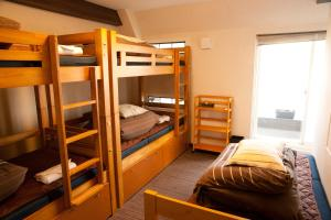 Single Bed in Mixed Dormitory Room (5 Adults)