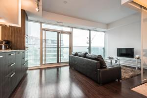One-Bedroom Apartment - Lake View