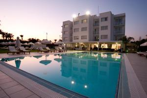 Frixos Suites Hotel Apartments