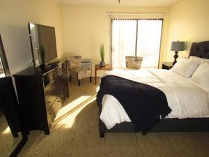 Photo of Suite Next To Beverly Hills