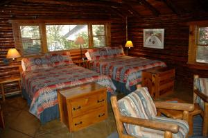 Cottage with Two Queen Beds (5 Adults)