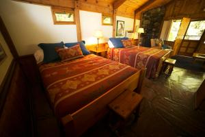 Cottage with Two Queen Beds (6 Adults)