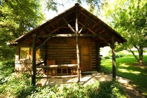 Queen Cottage (2 Adults) - Creekside