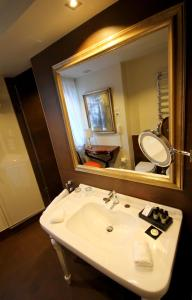 Deluxe King or Twin Room with Canal View