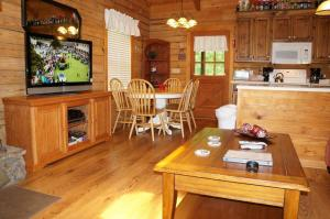 Three Bedroom Cabin with Jetted Tub