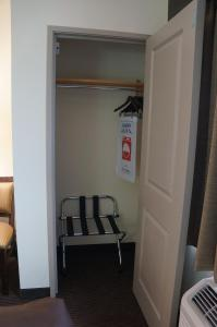 Deluxe Queen Room - Mobility Access/Non-Smoking