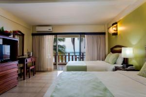Beachfront two Queen Beds