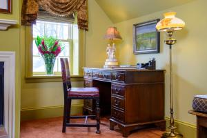 English Manor Suite