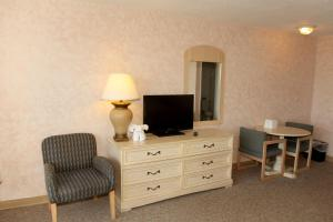 Deluxe Double Room with Two Double Beds and Gulf View and Balcony