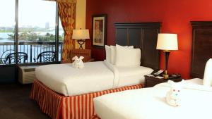 Queen Room with Two Queen Beds with Balcony - Harbor View